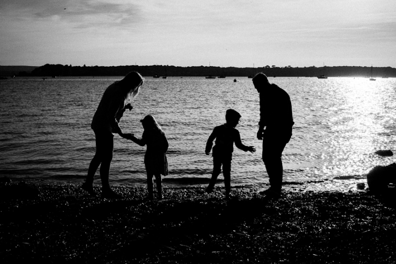 natural-outdoor-family-photographer-poole-woolfenden-61